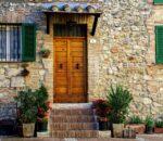 Wapień – trwały i elegancki kamień na elewację domu